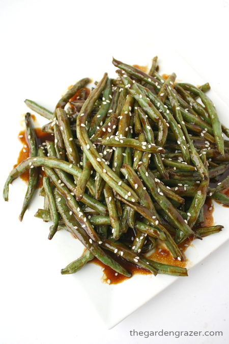 Vegan hoisin green beans on a plate with sesame seeds
